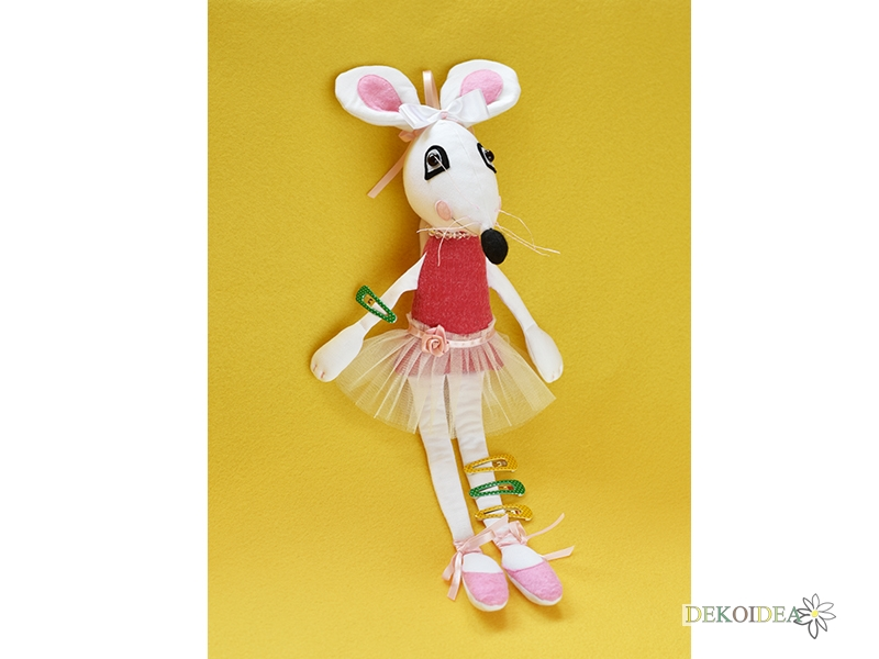 Бяла мишка балеринка
