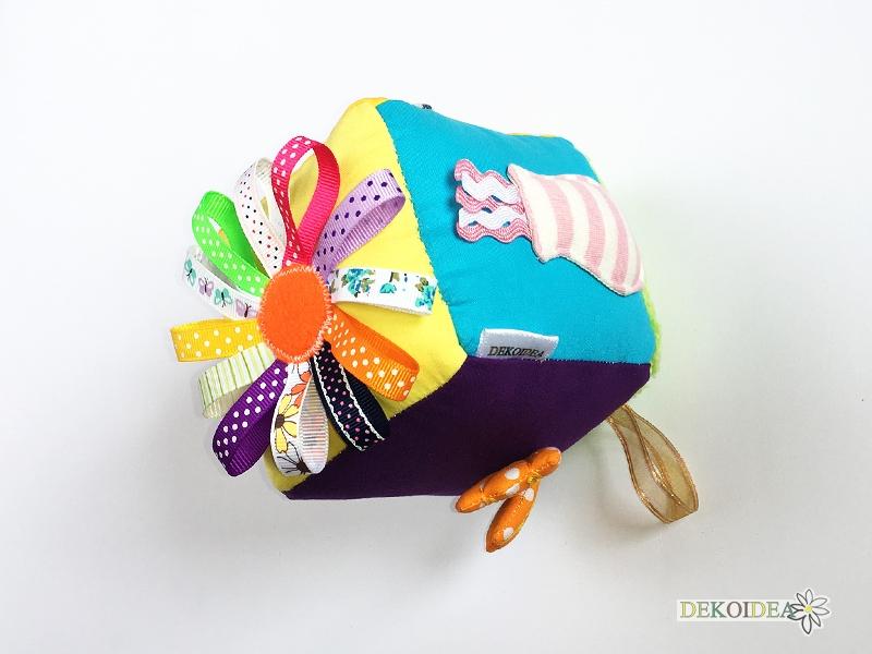 Активно кубче за игра с триизмерна декорация